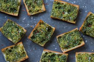 garlic-bread-with-broccoi-rabe-andy-boy