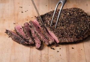 slicing-steak-for-steak-salad