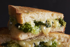 broccoli-rabe-grilled-sharp-cheddar-cheese-andyboy