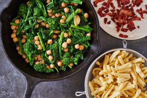 preparing-short-pasta-bacon-short-pasta-chickpeas