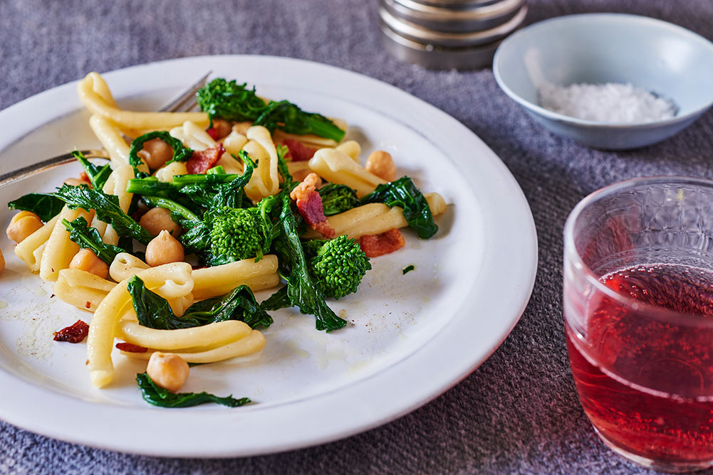 short-pasta-broccoli-rabe-chickpeas-bacon-andyboy