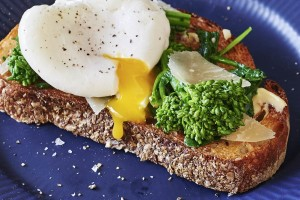 toast-broccoli-rabe-poached-egg