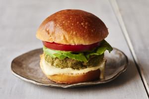broccoli-rabe-white-bean-hamburger