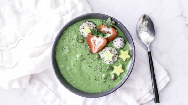 healthy-green-smoothie-bowl-broccoli-rabe