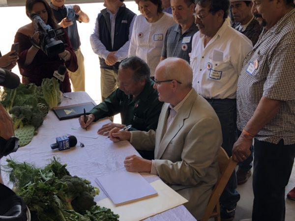 darrigo-cal-ufw-presidents-sign-contract